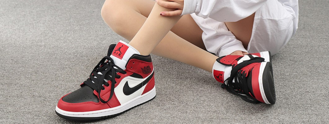 "What is OG in Jordan shoes?Like This Air Jordan 1 Mid ""Chicago Black Toe"" Fusion of two major OG colors"