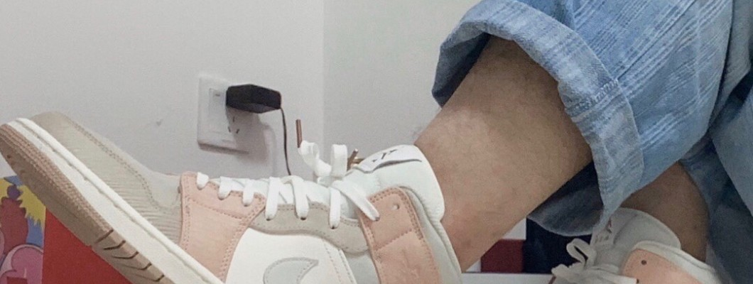 The splicing upper is luxurious! The new Air Jordan 1 Mid'Milan' Jordan Sneakers
