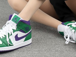 "Air Jordan 1 Mid ""Hulk""  554724-300 Can you play basketball in This Shoes?"